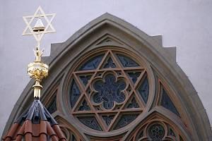 Návštěvníci se zde mohou seznámit s historií českých Židů od počátků osídlení až po dobu osvícenství (včetně interaktivních prvků zprostředkovávajících staré hebrejské tisky nebo model Josefova před asanací).