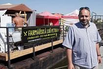 Gastronomicko-kulturní koncept nové farmářské lodi Petra na vltavské náplavce, který se bude odehrávat celé léto a také část podzimu.