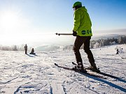 """První lyžování letošní sezony v Jizerských horích je sice ještě na lyže """"kameňačky"""", ale první běžkaři už vyrazili."""