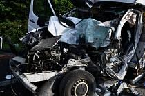 Nehoda dodávky a kamionu na dálnici D 5.