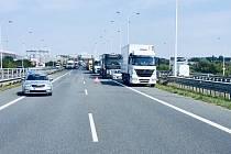 Dopravní nehoda na Pražském okruhu u Běhovic.