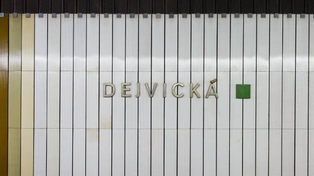 Metro Dejvická.