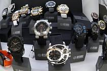 Cenová relace luxusních hodinek se pohybuje od padesáti tisíc výše. Přestože si mnozí návštěvníci mohli o koupi takovýchto hodinek jen zdát, všichni do jednoho nepohrdli a vystavované modely si dlouho prohlíželi.