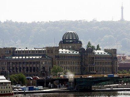 NA PRODEJ. ZN.:Památkově chráněno. (Budova Ministerstva průmyslu a obchodu na Dvořákově nábřeží)
