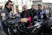 Pražský arcibiskup Dominik Duka se na Pražském hradě setkal s členy evropského policejního motorkářského klubu.