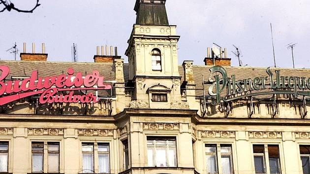 Václavské náměstí 39. Dům, který slouží hlavně k bydlení, v minulosti obýval třeba i zpěvák Waldemar Matuška. Praha 1 ho chtěla za 153 milionů korun prodat.