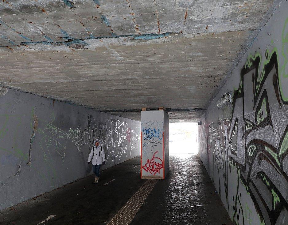 Podchod pod ulicí Türkova je v dezolátním stavu.