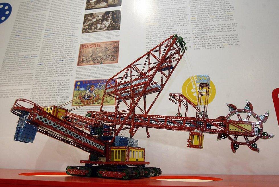 Z výstavy stavebnice Merkur v Muzeu hlavního města Prahy.