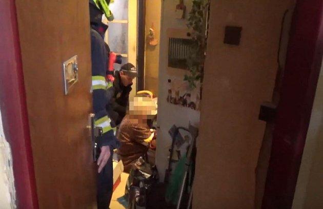 Zraněná seniorka v Tusarově ulici.