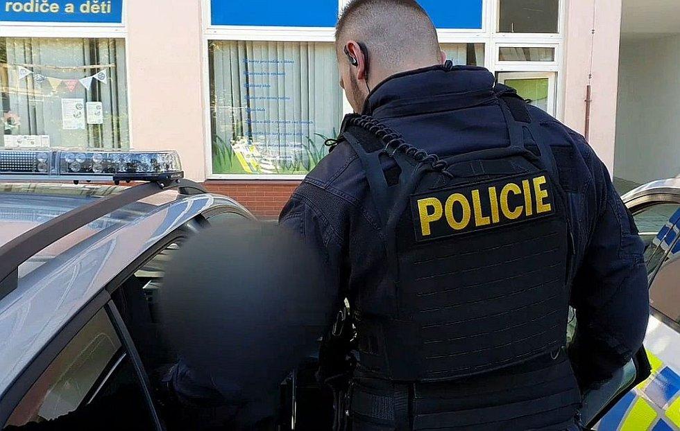 Zadržení muže podezřelého z držení drog.