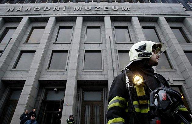 Hasičský záchranný sbor hl. m. Prahy cvičně zasahoval 24. listopadu v nové budově Národního muzea v Praze.