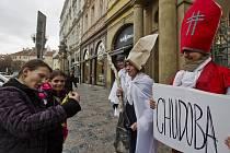 Happening Platformy pro sociální bydlení nazvaný Chovali se dobře, od Mikuláše však dostanou chudobu proběhl 5. listopadu na pražském Staroměstském náměstí