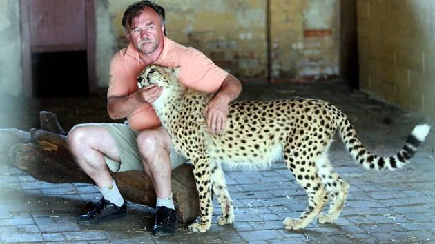 Ludvík Berousek ze známé cirkusové rodiny je vyšetřován kvůli nelegálnímu zabíjení tygrů.