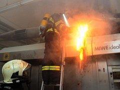 Požár v pekárně hypermarketu Globus v Obchodním centru Černý Most v Praze.