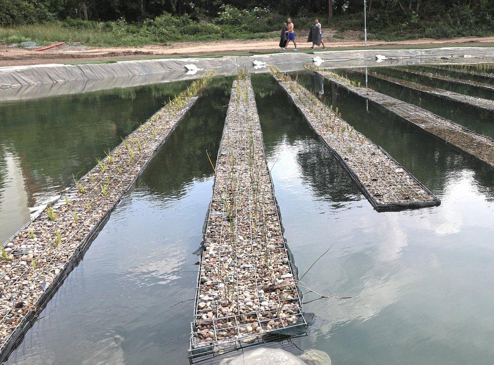 První čisticí nádrž zbaví vodu z bazénu základních nečistot a škodlivých látek.