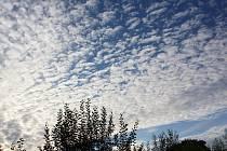 Paní Milena Malá dnes v časných ranních hodinách nafotila a zaslala redakci fotografii dech beroucího nebe nad Průhonicemi.
