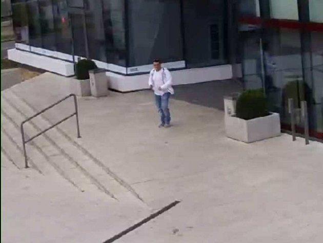 Muž podezřelý z podvodu.