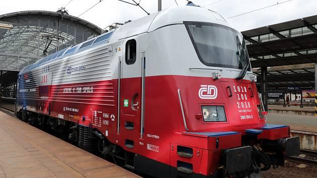 Sto let republiky připomene lokomotiva v národních barvách.