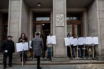 Moravští zemědělci v čele s Bohumírem Radou protestovali a neúspěšně se pokoušeli o blokádu budovy Ministerstva financí 25. dubna v Praze. Zemědělci si stěžují na nezaplacené dluhy Andreje Babiše.