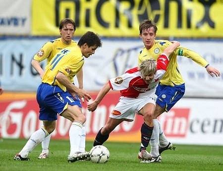 Tento boj Slavia prohrála. Na teplickém stadionu sešívaní prohráli po brankách Smejkala a Kleina 1:2.