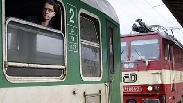 Podle Českých drah budou moci lidé s eLiškou cestovat ještě levněji.