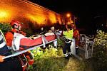 Muž spadl z hradeb Vyšehradu, zachraňovali ho hasiči.