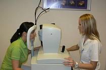 Vyšetření pomocí přístroje OCT (obdoba CT) patří v Očním centru Praha k nejčastějším úkonům.