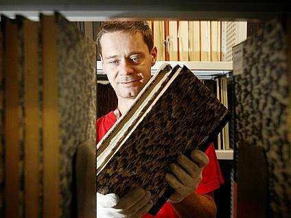 V těchto dnech se v budově Národní knihovny v pražském Klementinu se stěhuje na 800 tisíc svazků knih do nových skladišť. Poté, co budou knihy přemístěny, začnou stavební úpravy Klementina.
