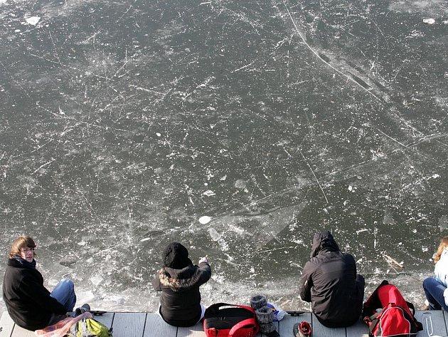 Zamrzlá zátoka jachtklub Podolí