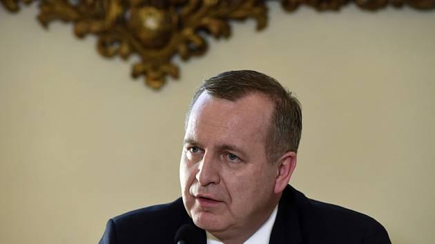 Rektor Tomáš Zima vystoupil 6. listopadu 2019 v Praze na tiskové konferenci s názvem Mezinárodní spolupráce Univerzity Karlovy.