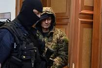 Okresní soud Praha-východ se sídlem v Praze poslal ve čtvrtek 17. března 2016 do vazby Pavla Šrytra (vpravo) obviněného z vraždy jednoho z šéfů tuzemského podsvětí Antonína Běly z roku 1996.