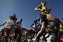 Centrem Prahy se bežel 10. května Prague International Marathon.