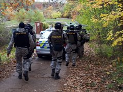 Muž zastřelil v pražských Nebušicích psa. Přijela zásahovka.