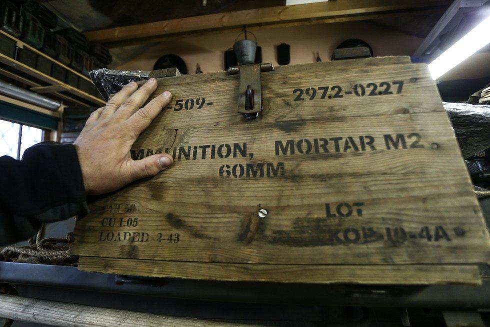 Muniční bedna  k minometu ráže 60 milimetrů.