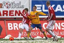 Žižkovští fotbalisté na domácím zasněženém trávníku podlehli Varnsdorfu 0:2.