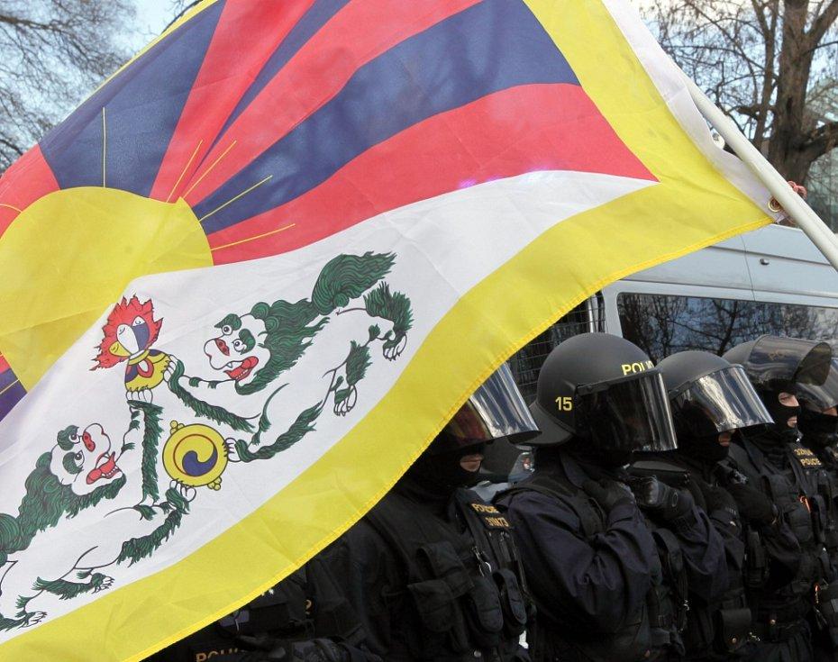 Demonstrace proti čínské lidskoprávní politice v parku Kampa.