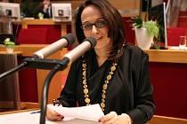 Nová primátorka Prahy Adriana Krnáčová (ANO) toho sice ve svém povolebním projevu mnoho nesdělila, program koalice je ale plný témat, jejichž naplnění rozhodně nebude snadné a už vůbec ne levné.