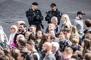 Slavnostní zahájení prvního ročníku tenisového Laver Cupu, které se konalo 20. září na Staroměstském náměstí v Praze. Bezpečnostní opatření.