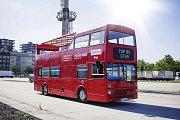 Červený doubledecker budou sloužit k projížďkám na Žižkově