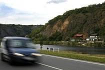 Suchdolské skály v místě budoucí výstavby městského okruhu a stavby mostu přes Vltavu.