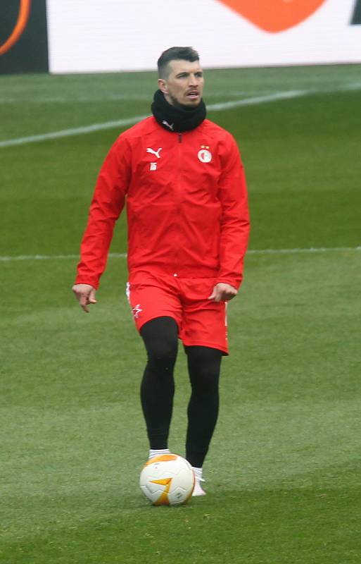 Kapitán Slavie Ondřej Kúdela na tréninku před utkáním s Arsenalem