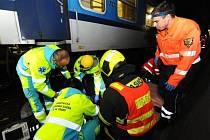 Záchrana muže sraženého vlakem uprostřed železničního tunelu na Žižkově.