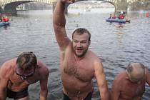 285 otužilců z Česka i zahraničí plavalo ve vltavských vodách v 67. ročníku vánočního Memoriálu Alfreda Nikodéma
