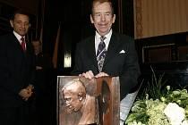 17. ledna Václav Havel převzal na Staroměstské radnici cenu Karla Čapka.