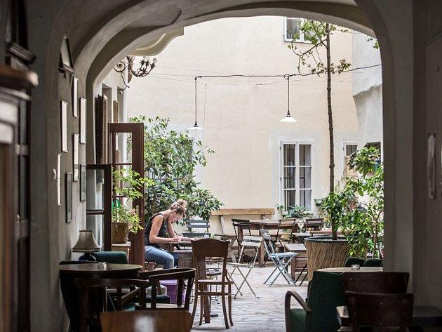 Kavárna vMíšeňské ulici.