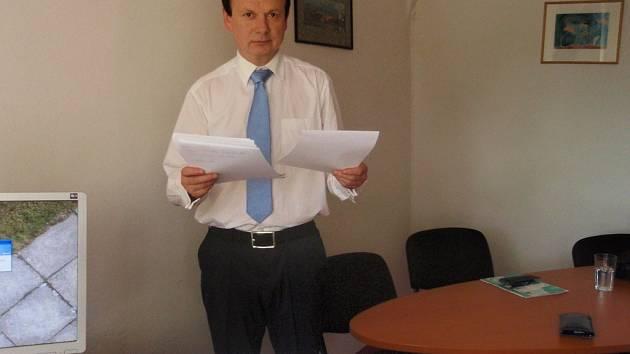 Radní Václav Musílek míní, že i kdybychom získali všechny dotace, nic moc to pro Českou republiku neznamená. Ve státním rozpočtu by prý činily pouhá 2,5 procenta.