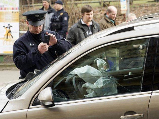 Po vážné nehodě bylo ve středu 12. února 2014 kolem poledne uzavřeno Karlovo náměstí v centru Praze. Řidič, kterého pronásledovali policisté, tam narazil do zátarasu vytvořeného z policejního auta.