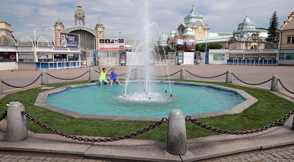 Slavnostní spuštění tří opravených fontán. Oprava fontán je součástí kompletní revitalizace areálu Výstaviště,jíž realizuje akciová společnost Rozvojové projekty Praha,která je stoprocentně vlastněna Hlavním městem Praha.