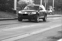 Řidič tohoto auta jel kolem Základní školy na Zlíchově rychlostí téměř 70 km/hod.