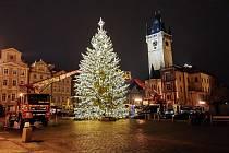 Vánoční strom v Praze na Staroměstském náměstí už od 27. 11. 2020 svítí.
